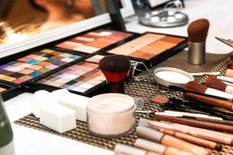 Morning Money:  Everyone likes to look good. Share Radio takes a look at the UK's beauty industry