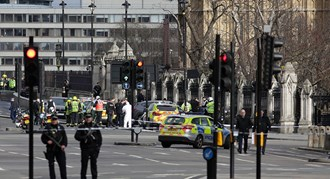 Should all police personnel be allowed to carry guns, following the Westminster terror attack?